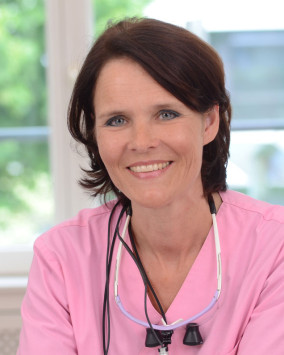 Dr. Claudia Honkomp